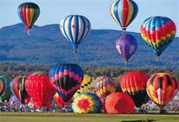 2020162 Balloons Over the Mountains
